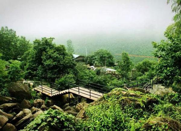 深溪大石浪风景区位于浙江省安吉县南部,报福镇深溪河畔.